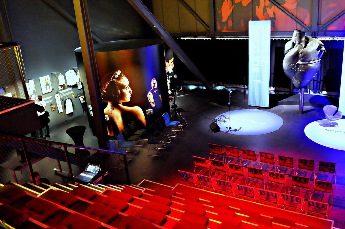 biografopstilling røde stole event scenen