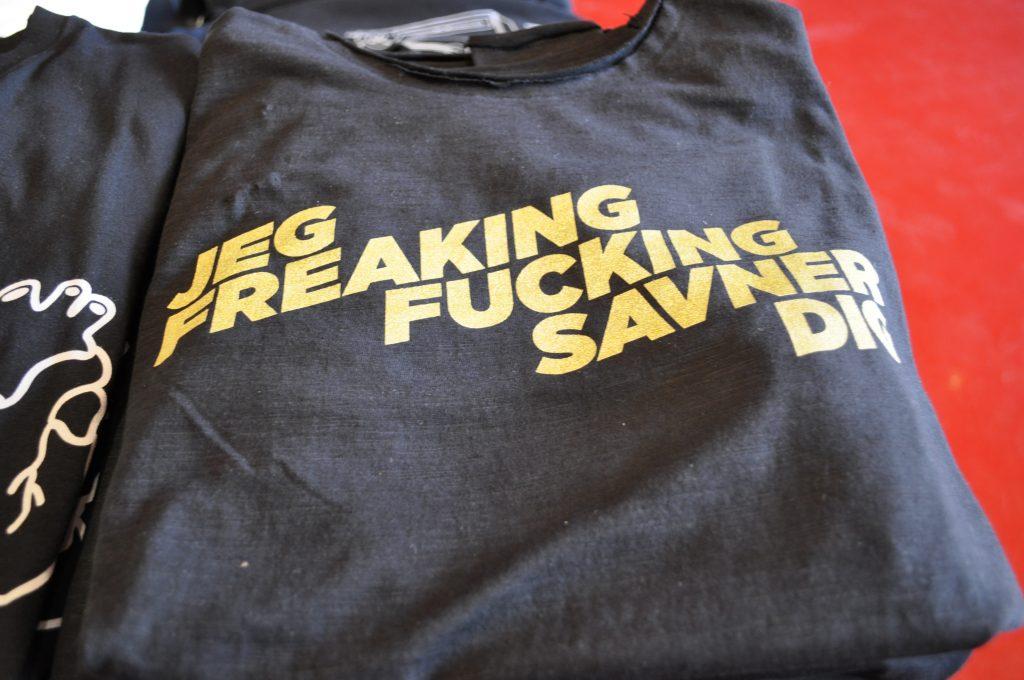 T-shirt, jeg freaking fucking savner dig. Kredit, museumskoncernen ROMU